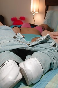 Sea Strips Her Jeans And Takes Us To The Tour Of Her Underwear